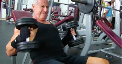 Don Friedland, un bodybuilder de 70 años
